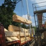 """Simon (5,5 Jahre): """"Der LKW bringt Holz, damit wird der neue Kindergarten gebaut."""""""